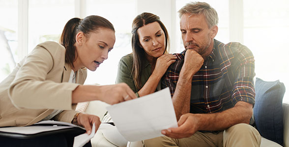 Securian-image Woman advising couple